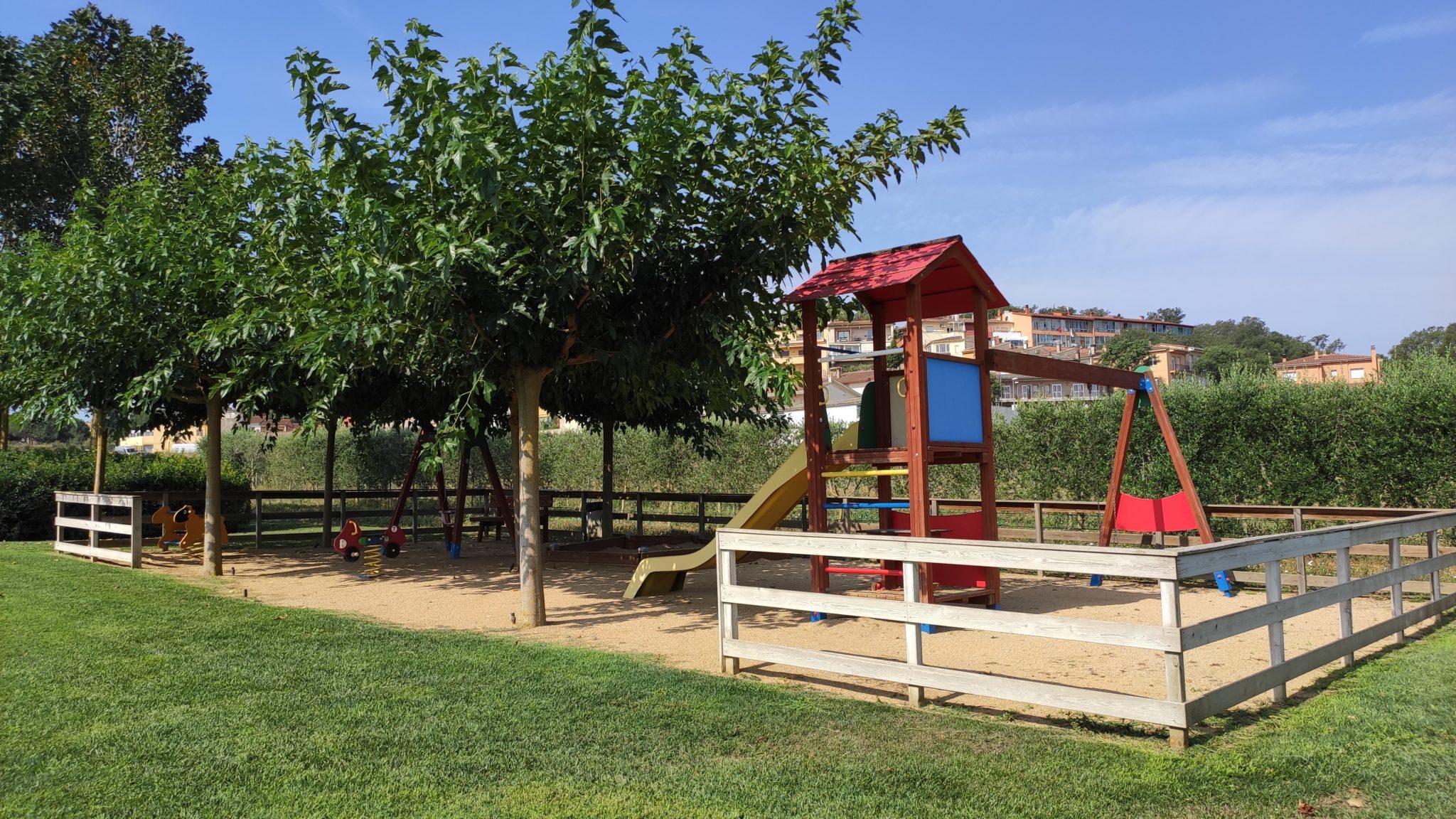 casa rural amb parc infantil